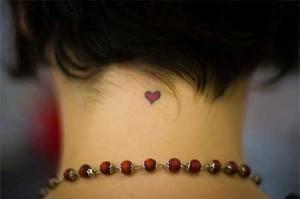 tatuajes_de_corazon_peque_o_nuca